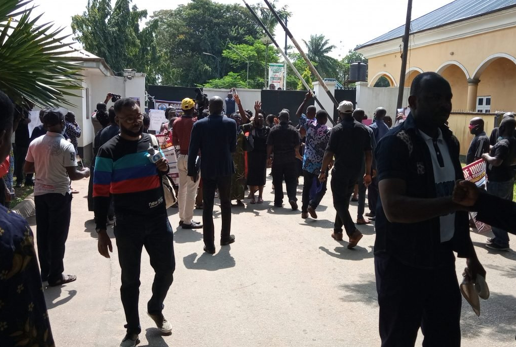 Protesting college workers, security clash in Benin – The Sun Nigeria