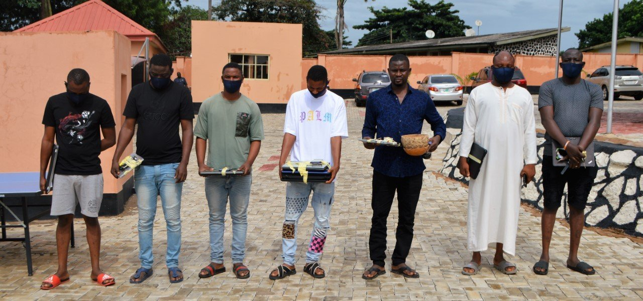 EFCC arrests brothers, three others in Ibadan over 'lavish' lifestyle